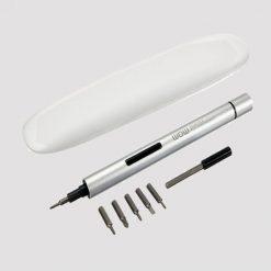 پیچ گوشتی شیائومی WOWSTICK 1fs شیائومی به سرعت جای خود را در میان ابزارها و وسایل گوناگون در منزل، محل کار و یا مسافرت کسب نموده است. در این راستا با معرفی وسیله ای کارآمد و بسیار کاربردی به نام پیچ گوشتی برقی، از گجت جدید خود رونمایی کرد. نام این پیچ گوشتی، Wowstick-1fs است از آلومینیوم با کیفیتی ساخته شده که می تواند سالها در تعمیر و بازسازی وسایل گوناگون شما را یاری کند. این پیچ گوشتی بدنه ای ظریف و بسیار باریک دارد که باعث خوش دست بودن و راحتی کار با آن می شود. به لحاظ نوع جنسی که داد در میان دست لیز نمیخورد و هنگام کار مشکلی ایجاد نخواهد کرد. پیچ گوشتی برقی شیائومی ای پیچ گوشتی، در دو حالت اتوماتی و دستی کار می کند. همراه این پیچ گوشتی 6 سری مختلف PH000, PH1, SL1.5, SL3.0, T5, T6 وجود دارد. یکی از مزیت های اصلی این پیچ گوشتی وجود جعبه ی آن است که با اشغال کمترین فضا، حمل آن را نیز راحت تر می کند. وزن کم این جعه باعث می شود تا به عنوان ابزار ضروری آن را همیشه همراهتان نگه دارید. نحوه کار: تنها کفیست سری مورد نظر را انتخاب و روی یچ گوشتی نصب نمایید. این وسیله برای کار نیاز به دو عدد باتری AAA دارد که می توانید از باتری نیم قلمی شیائومی استفاده نمایید. به گفته شیائومی باتری این وسیله می تواند تا 8 ساعت مداوم یا 180روز در حالت آماده به کار باشد. با باز کرن انتهای پیچ گوشتی باتری ها را به صورت پشت سرم داخل محفظه داخلی قرار دادن و درپوش را دوباره ببندید. حالا می توانید شروع به کار نمایید. گفتنی است که این پیچگوشتی دارای سرعت 100RPM است. گشتاور دوتایی 0.2 / 3 N.m با سرعت 100RPM و سیستم قفل اتوماتیک از دیگر ویژگی های این پیچ گوشتی است. روی این پیچ گوشتی یک عدد LED به کار رفته اس تا هنگام کار روی تمام پیچ ها روشن شده و به راحتی پیچ ها را باز و یا ببندید. چراغ LED پیچ گوشتی شیائومی WOWSTICK 1fs ویژگی های اصلی: بدنه پلاستیکی مقاوم و ضد لغزش مجهز به نور LED بسیار با دوام و استفاده راحت طراحی کلاسیک و باریک 6 نوع مختلف از سری پیچ گوشتی: PH000، PH1، SL1.5، SL3.0، T5، T6 ساخته شده از آلیاژ آلومینیوم عملیات اتوماتیک و دستی، جهت راحتی کار اتصال مغناطیسی بین دسته و سری پیچ گوشتی قفل ضامن دار