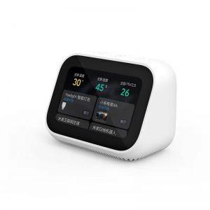 اسپیکر هوشمند شیائومی Xiaomi Touch screen LX04 speaker : اسپیکر هوشمند شیائومی Xiaomi Touch screen LX04 speaker این امکان را به کاربران میدهد که تمام وسایل هوشمند خود را به آسانی کنترل کنند. در زمان معرفی گوشی mi 9،کمپانی شیائومی در راستای هوشمندتر کردن خانهها، یک اسپیکر لمسی جدید را به علاقه مندان معرفی نمود که با فناوری AI، این امکان را به کاربران میدهد که به چندین روش مختلف گجت های خانگی را کنترل کنند. همانند چند نمونه از اسپیکرهای قبلی شیائومی ، این محصول جدید نیز به دستیار صوتی XiaoAI مجهز شده است تا تعامل کاربران با دستگاه، بیش از پیش افزایش یابد. فروش بیش از 9 میلیون اسپیکر مبتنی بر XiaoAI به خوبی گویای محبوبیت بالای این محصولات است. حالا نیز شیائومی اسپیکر XiaoAI Touchscreen روانه بازار گجتهای دیجیتالی کرده که کارایی بسیار بالایی دارد. برجستهترین مشخصه اسپیکر تاچ اسکرین ، تجهیز دستگاه به یک نمایشگر لمسی است. صفحه نمایشی 4 اینچی به همراه یک ساعت زنگدار دیجیتالی با امکان شخصیسازی که توسط سازنده برای این محصول جدید طراحی گردیده اند. که از آن میتوان برای انجام کارهای مختلفی مثل انتخاب موسیقی، تماشای ویدیو و نصب طیف گستردهای از اپلیکیشن ها بر روی این اسپیکر هوشمند استفاده کرد. XiaoAI Touch screen به صورت پیشفرض با منابع ویدیویی متعدد و همچنین کتابخانه صوتی Q شرکت Tencent همراه شده است تا گوش کردن به موسیقی و تماشای فیلم، در هر زمان امکانپذیر باشد.دارندگان این محصول میتوانند با اتصال این دستگاه به گجت های خانگی،کنترل برخی وسایل مانند دوربین ها ی مدار بسته و… را داشته باشند. درباره کمپانی کمپانی Xiaomi چین که دفتر اصلی آن در شهر پکن قرار دارد یک شرکت خصوصی و یکی از بزرگترین کمپانیهای تولید لوازم الکترونیکی همراه در جهان میباشد.اصلی ترین شاخه فعالیت این شرکت طراحی و فروش گوشیهای موبایل هوشمند، برنامههای کاربردی آنها و لوازم جانبی دیجیتالی است. شیائومی در زبان چینی به معنای برنج کوچک است. شیائومی یک شرکت تازه تاسیس است و اولین گوشی هوشمند خود را در سال 2011 در بازار چین عرضه کرده است.ولی با توسعه فعالیتهای خود این کمپانی علاوه بر گوشی موبایل٬ تلویزیونهای هوشمند نیز تولید میکند. رابط کاربری MUI روی اندروید یکی از محصولات این شرکت است که روی گوشیهای خود از این رابط کار